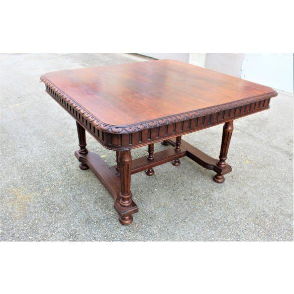 Antik ónémet frissen felújított étkezőasztal