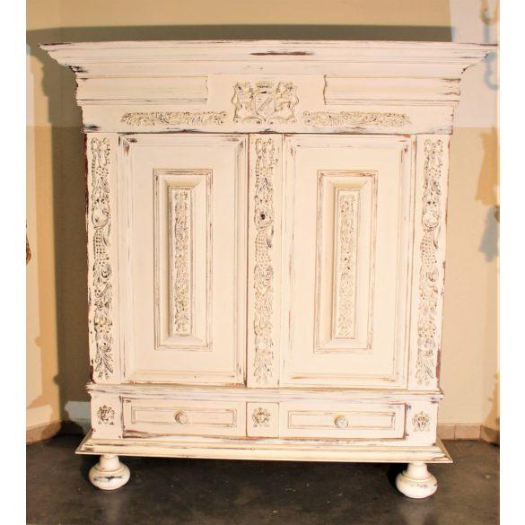 Frissen festett faragott szekrény,vintage,shabby chic,provance stílusban !
