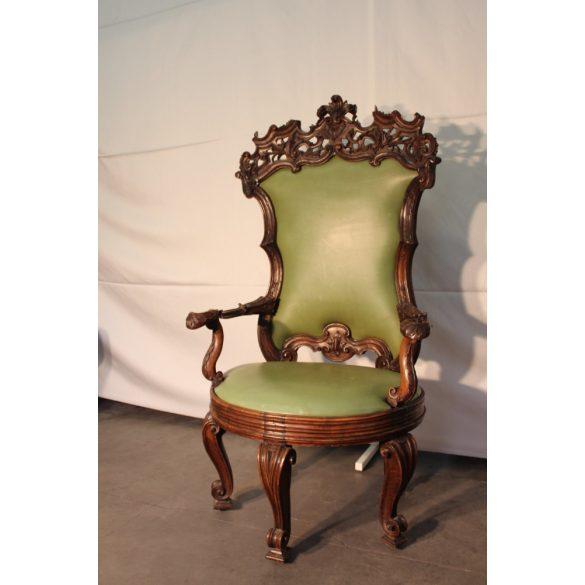 Eladó ez a nagyon régi, különleges,egyedi barokk trónfotel
