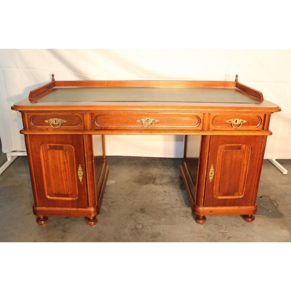 Bőrlapos,ónémet stílusú ,térbe állítható íróasztal