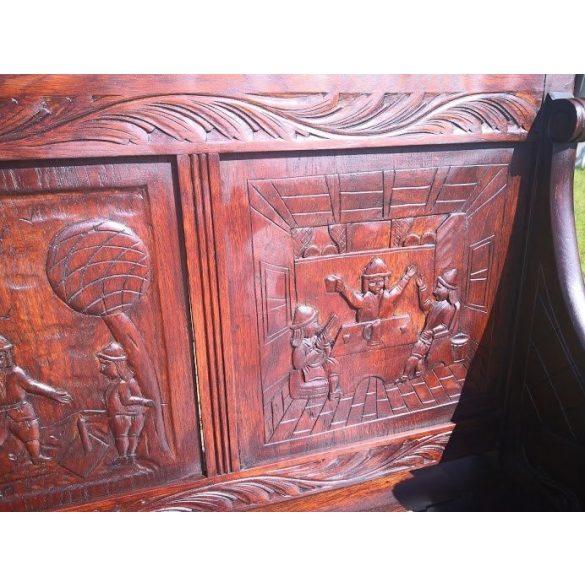 Dúsan faragott,frissen felújított,reneszánsz stílusú pad