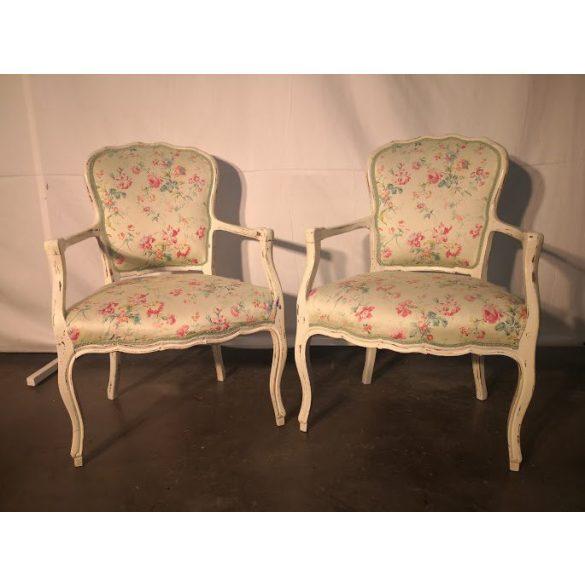 Romantikus virágmintás karfás fotelek