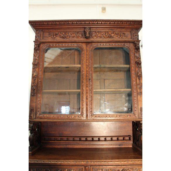 Reneszánsz stílusú tálaló szekrény