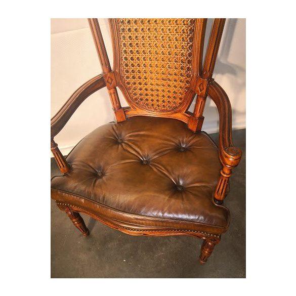 Különleges faragott antik fotel