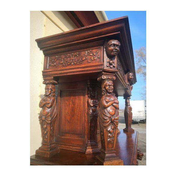 Dúsan faragott,frissen felújított antik,reneszánsz tálaló, pohárszék