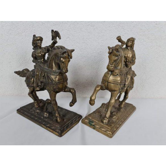 Régi réz lovas szobor