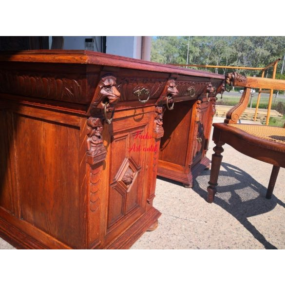 Antik, reneszánsz stílusú,dúsan faragott dupla íróasztal,hozzávaló karosszékkel