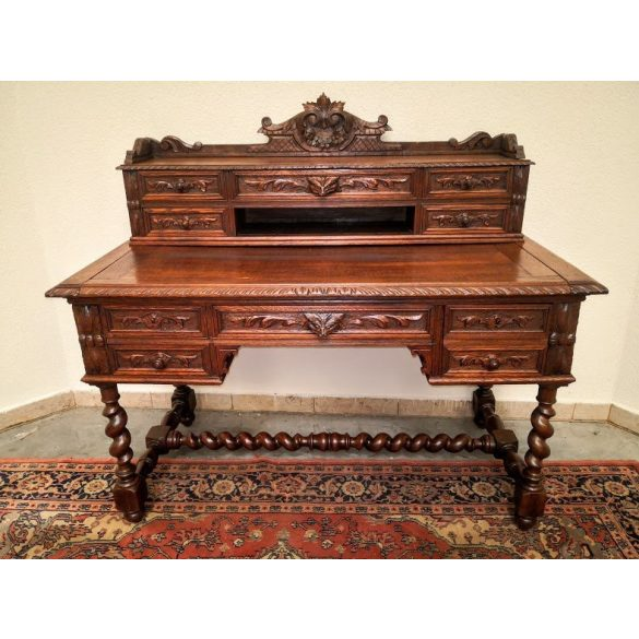 Antik,frissen felújított reneszánsz stílusú dúsan faragott felépítményes íróasztal