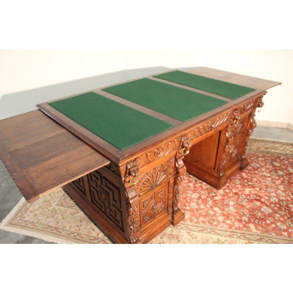 Antik,frissen felújított reneszánsz stílusú dúsan faragott vendéglapos íróasztal