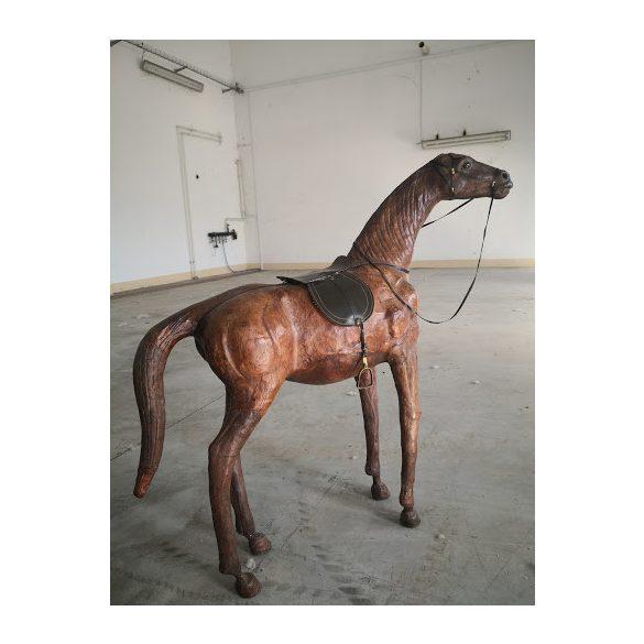 Régi bőrből készült ló