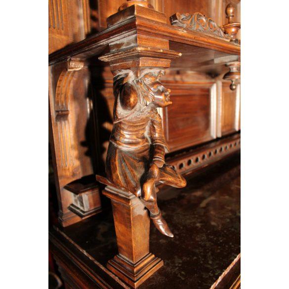 Antik, dúsan faragott reneszánsz tálalószekrény