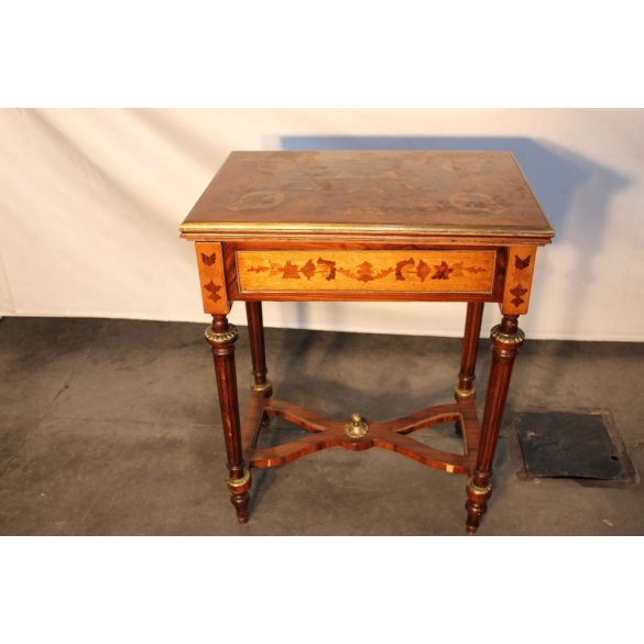 Antik intarziás játékasztal