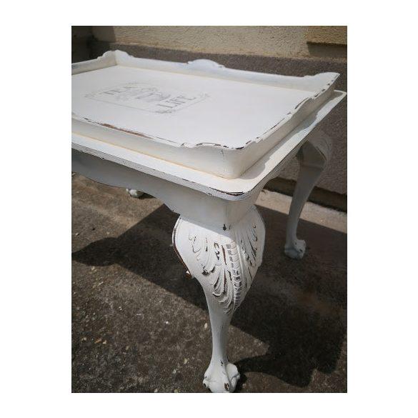 Régi antik asztal vintage stílusban