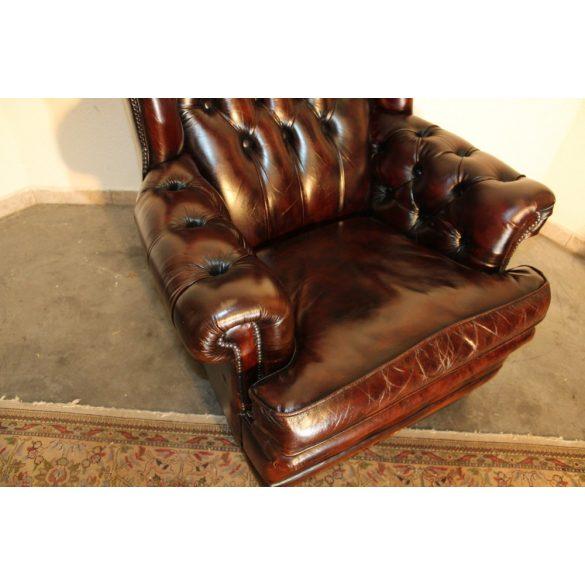 Hatalmas antik chesterfield bőr fotel.