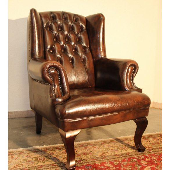 Antik konyak színű chesterfield füles bőr fotel.