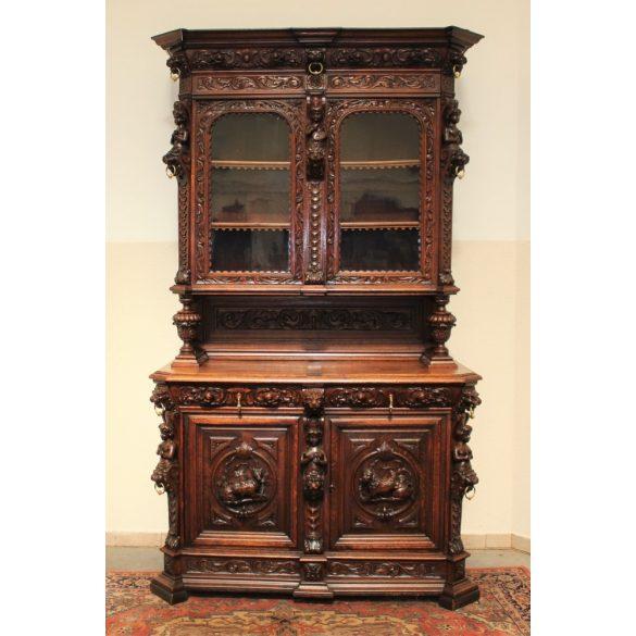 Antik,dúsan faragott reneszánsz stílusú tálalószekrény