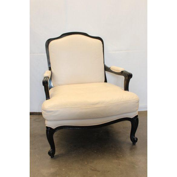 Vajszínű barokk bőr fotel.