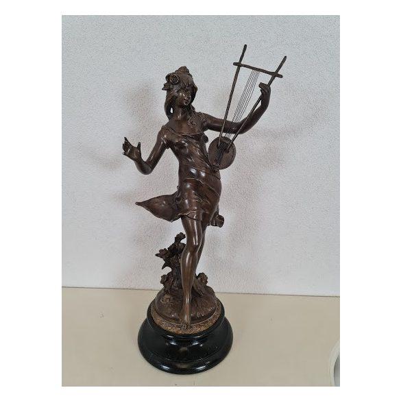 Antik spiáter szobor