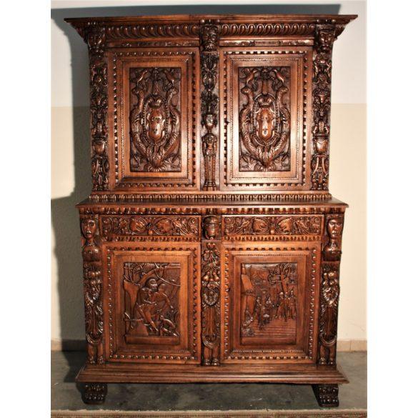 Antik,frissen felújított reneszánsz,dúsan faragott kabinetszekrény