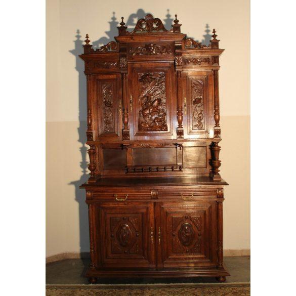 Frissen felújított antik ónémet tálalószekrény