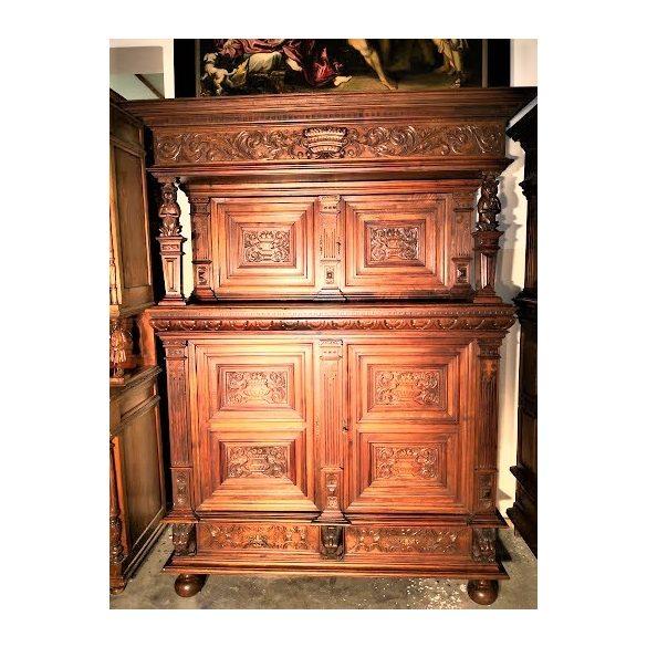 Antik, reneszánsz stílusú kabinetszekrény