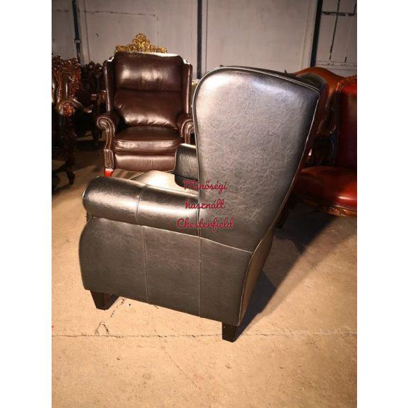 Chesterfield design fekete füles bőr fotel