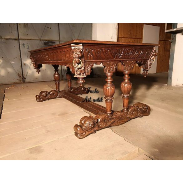 Antik reneszánsz stílusú,bővíthető,dúsan faragott étkezőasztal
