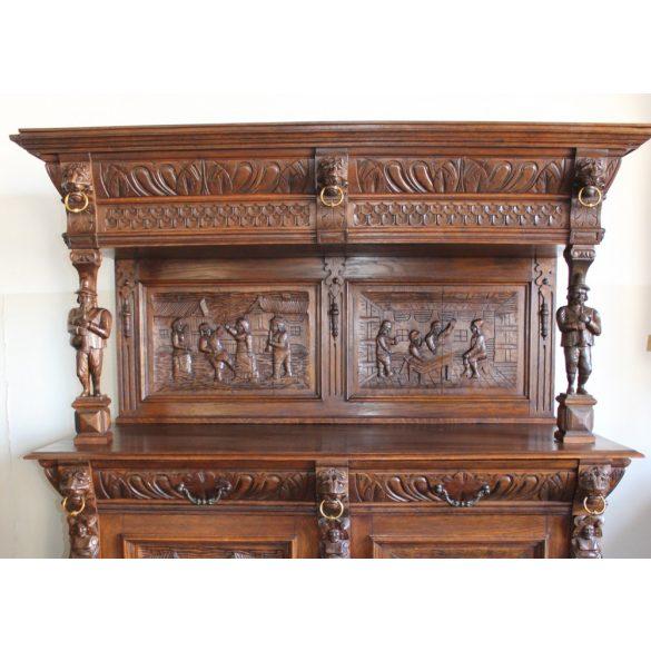 Antik,frissen felújított reneszánsz,dúsan faragott tálaló az 1800-as évekből