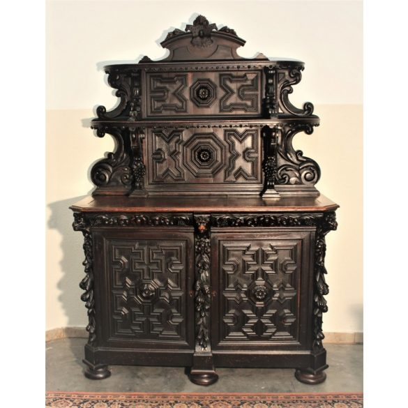 Antik reneszánsz stílusú dúsan faragott tálaló szekrény,pohárszék
