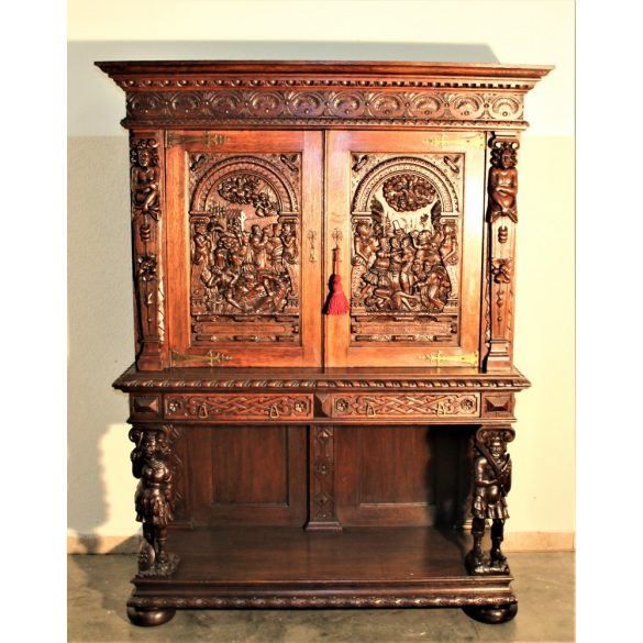 Antik,frissen felújított reneszánsz,dúsan faragott kabinetszekrény,bibliai jelenetes faragással