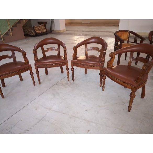 Chesterfield antik karfás íróasztalszék