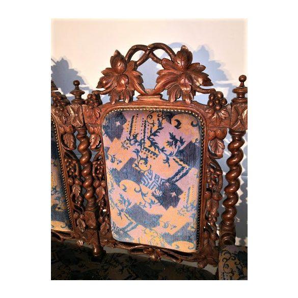 Régi antik, dúsan faragott reneszánsz stílusú kanapé
