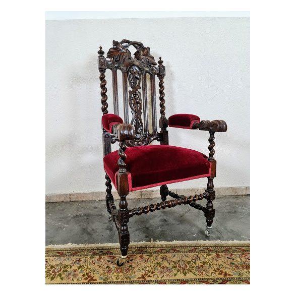 Régi, dúsan faragott antik reneszánsz fotel