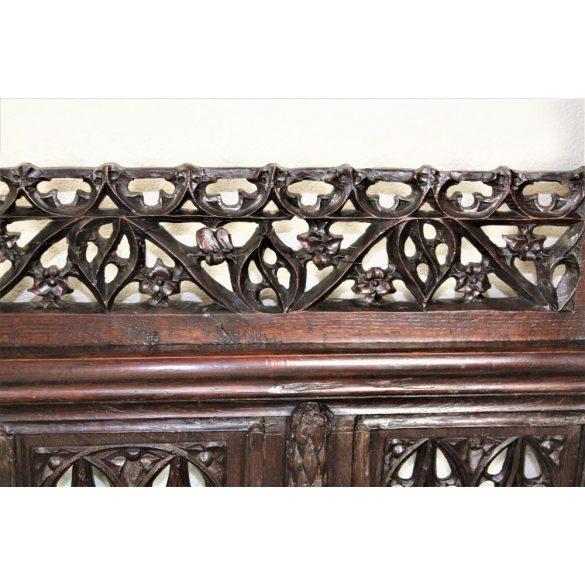 Antik régi,gótikus keskeny pad