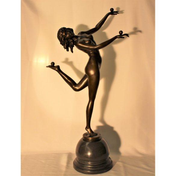 Régi jelzett akt bronz szobor