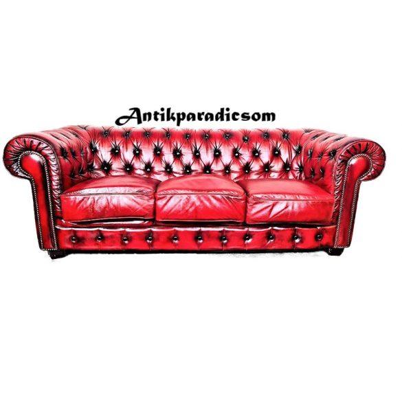 Gyönyörű chesterfield antik burgundi színű bőr kanapé