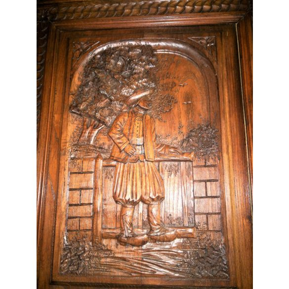 Dúsan faragott,reneszánsz stílusú tálaló szekrény