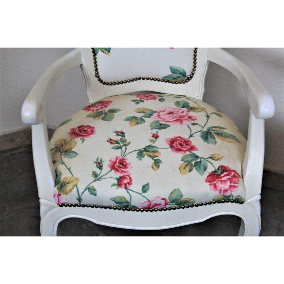 Vintage virágmintás karfás székek