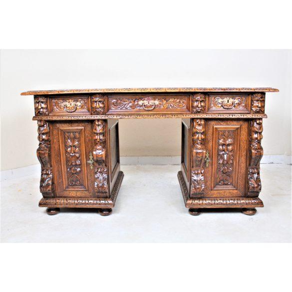 Antik,frissen felújított dúsan faragott faunfejes íróasztal