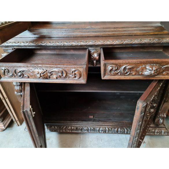 Antik,dúsan faragott reneszánsz stílusú tálaló, vagy könyves szekrény