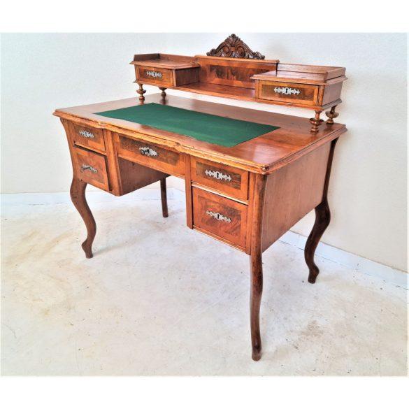 Gyönyörű felépítményes barokk íróasztal