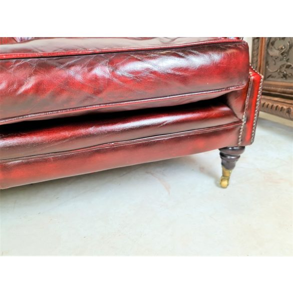 Eredeti chesterfield antik burgundi színű bőr kanapé