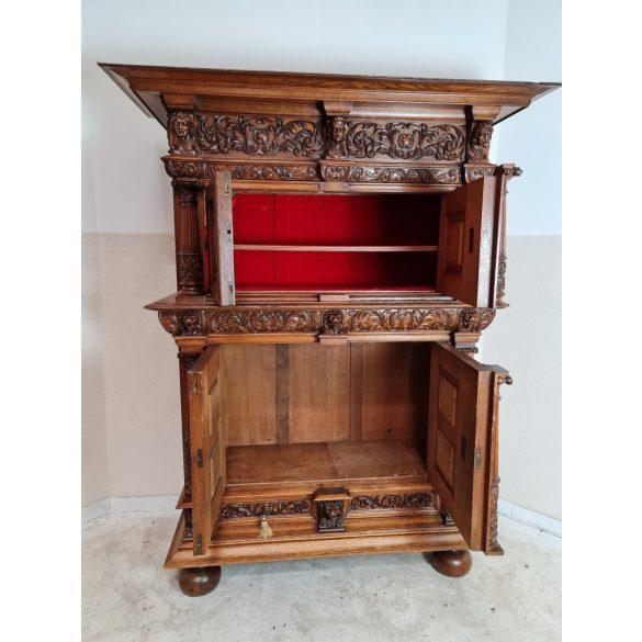 Antik reneszánsz stílusú kabinetszekrény