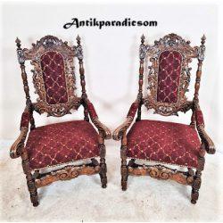 Frissen felújított antik reneszánsz stílusú,dúsan faragott karfás székek