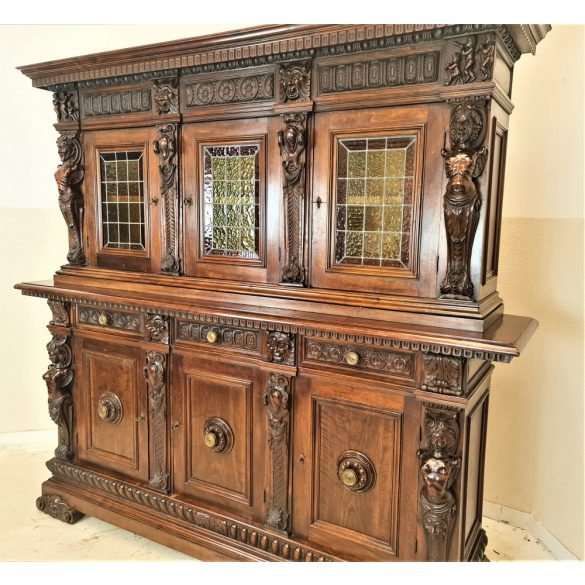 Antik, dúsan faragott reneszánsz szekrény
