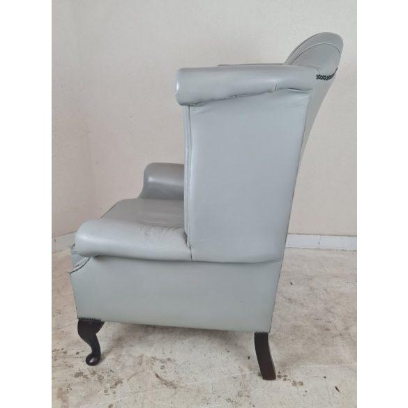 Gyönyörű eredeti chesterfield Queen Anne füles bőr fotel