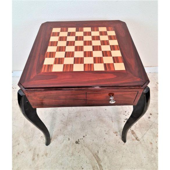 Gyönyörű intarziás sakk asztal
