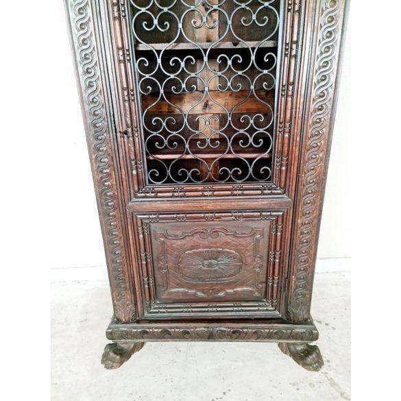 Antik ,dúsan faragott reneszánsz vitrines szekrény