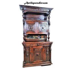 Frissen felújított reneszánsz stílusú antik tálaló szekrény1